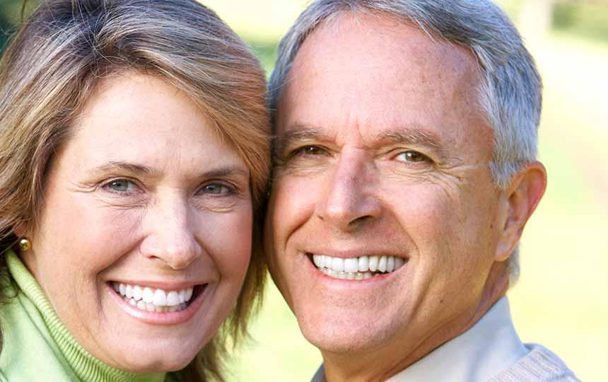 Dental implantlarla daha genç bir görünüm