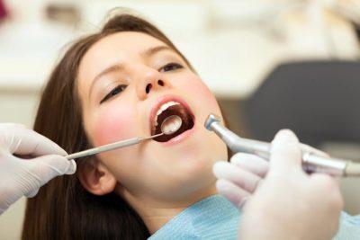 Diş eksikliğinde implant mı protez mi